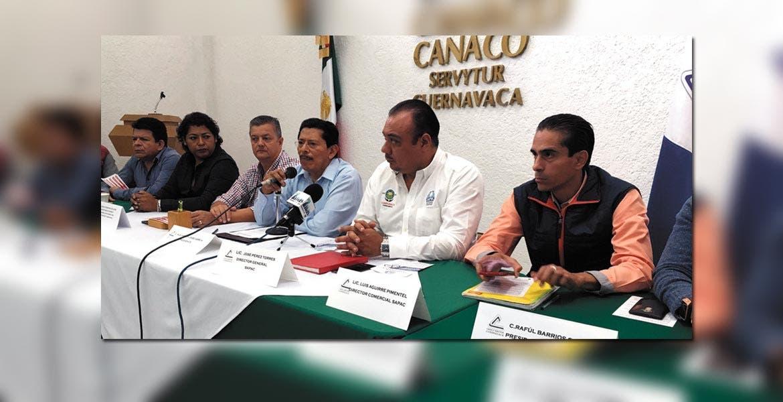 Colaboran. Director del SAPAC y representantes de Canaco durante el anuncio