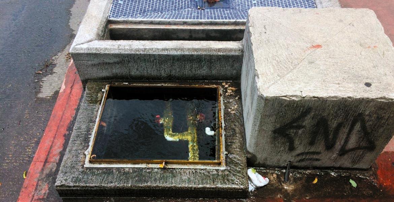 Desperdicio. Otra fuga más se presentó en la avenida Estado de Puebla y una adicional en una de las fuentes ubicadas en avenida Morelos