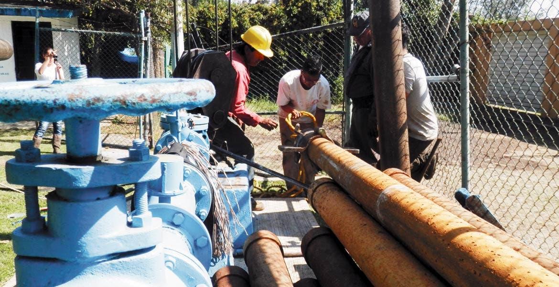 Trabajos. En las últimas semanas, personal del SAPAC da mantenimiento preventivo y correctivo a equipos en pozos.