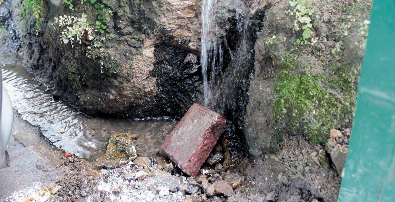 Para muestra. La falta de capacidad del sistema de agua capitalino ha quedado de manifiesto en la fuga de bulevar Juárez; han pasado los meses y no se ha podido detectar su origen.