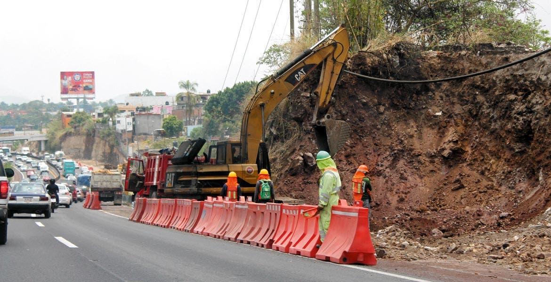 Caos. Casi una centena de accidentes vehiculares han ocurrido derivados de los trabajos para la ampliación del libramiento de Cuernavaca.