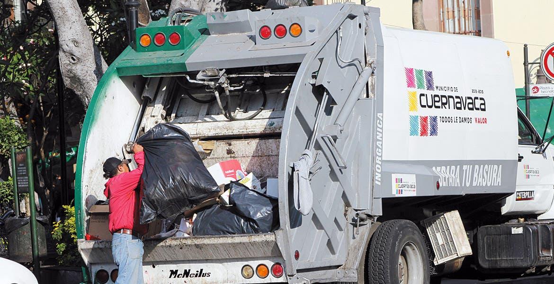 Cambio. Los camiones de Sirec serán retirados y en su lugar se utilizarán unidades propiedad del Ayuntamiento, que deberán entrar en funciones el lunes.