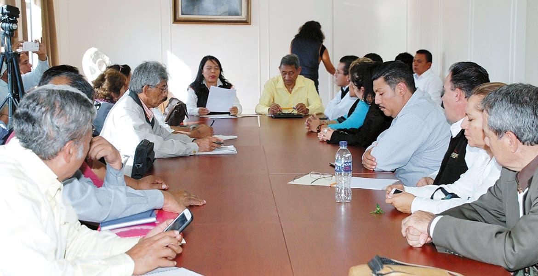 Mesas de trabajo. La líder del SNTE en Morelos, Gabriela Bañón, ha destacado la voluntad de las autoridades educativas por abatir el rezago y saldar deudas con sus representados.