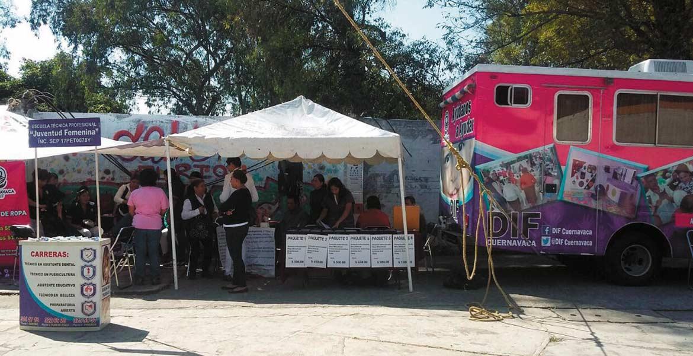 Atención. La caravana de la salud llegó a este poblado, por lo que habitantes aprovecharon los servicios ofrecidos.