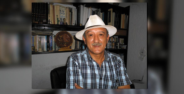 El licenciado Tony Tallabs Ortega en su despacho del Edificio Bellavista.