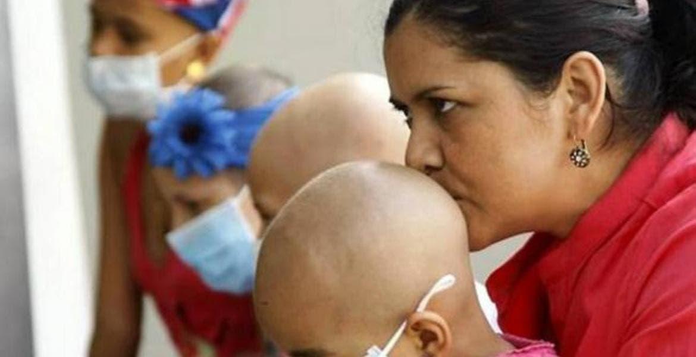 Impulsan licencia con goce de sueldo a padres de hijos con cáncer