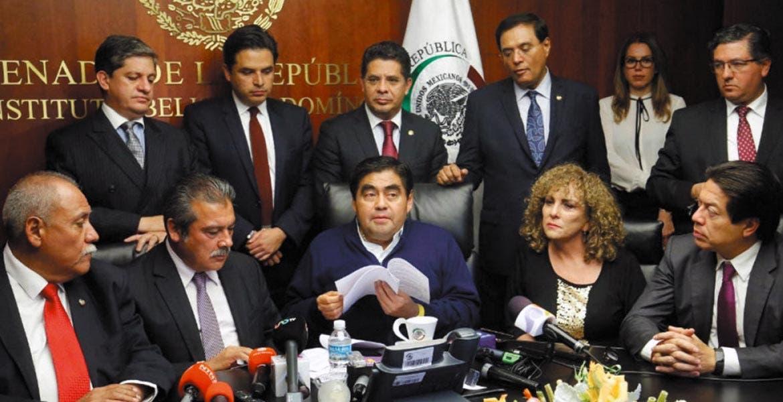 Conferencia. Los senadores morelenses al lado de Miguel Ángel Barbosa, quien también se adhirió al PT.