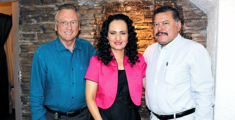Roberto Barto, Norma Martínez y Roberto Lara.
