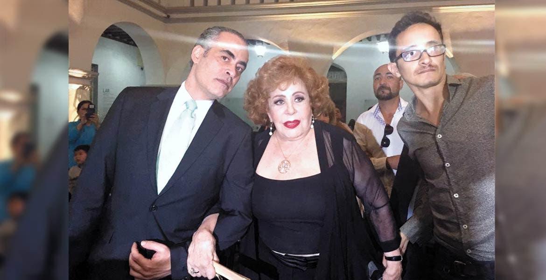 """Personalidad. El Museo de la Ciudad de Cuernavaca fue el escenario en el que la actriz Silvia Pinal presentó su libro autobiográfico """"Esta soy yo"""", y recibió reconocimiento del alcalde Cuauhtémoc Blanco."""