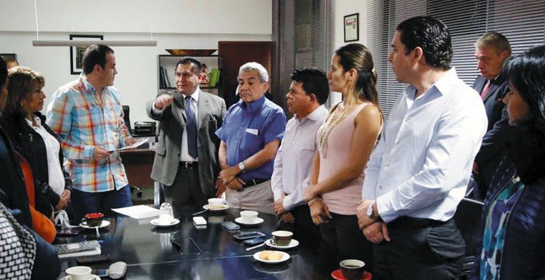 Rinde protesta. Samuel Sotelo se comprometió ayer a trabajar por los ciudadanos de Cuernavaca, luego de tomar las riendas de la Secretaría municipal.