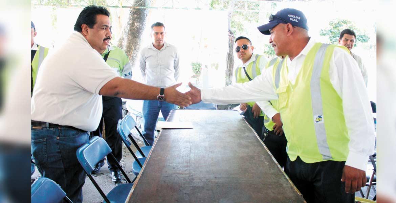 Festejo. La semana pasada, los elementos de Tránsito y Vialidad tuvieron festejo por su día. El presidente municipal anunció que tomarán en cuenta la lealtad y valor en el desempeño de su labor.