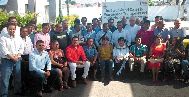 Integran. La edil Irma Camacho tomó protesta al Consejo Municipal del Transporte.
