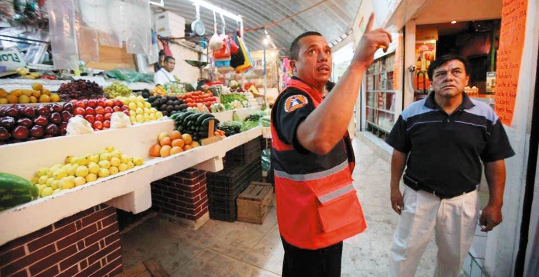 Inspección. Personal de Protección Civil de Temixco está supervisando que los negocios, escuelas y fábricas, cumplan con las medidas básicas de seguridad.