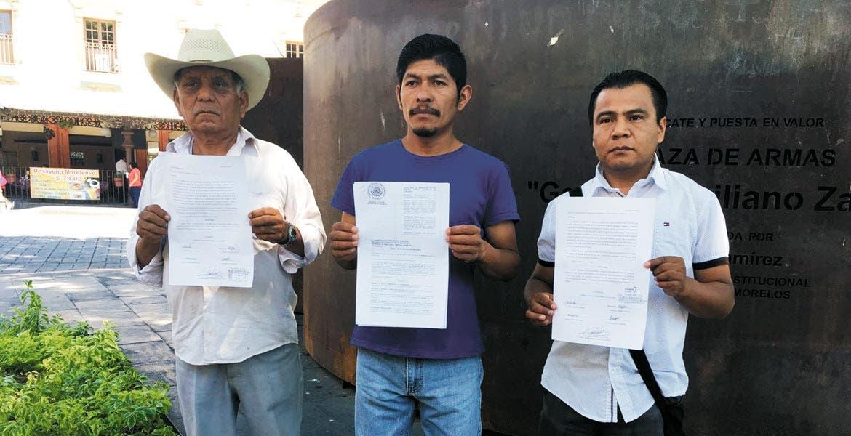 Preocupados. Representantes de los pobladores de Temoac acudieron a Cuernavaca para denunciar presuntas irregularidades por parte de la Presidenta Municipal.