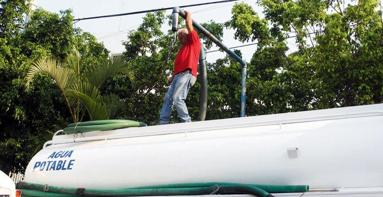 Momentáneo. Los colonos afectados han comenzado a recibir el agua en pipas, pero esto no será para siempre, aseguran autoridades
