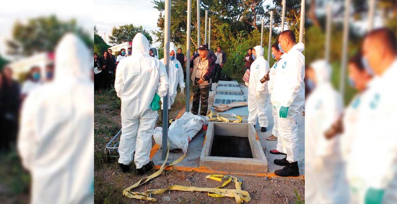 El proceso. Autoridades de la Fiscalía exhumaron del panteón Jardines del Recuerdo el cuerpo de Israel.