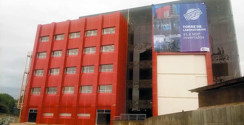 Reciente. La Torre de Laboratorios que alberga a investigadores y equipo del Centro de Investigación en Biotecnología (CEIB).