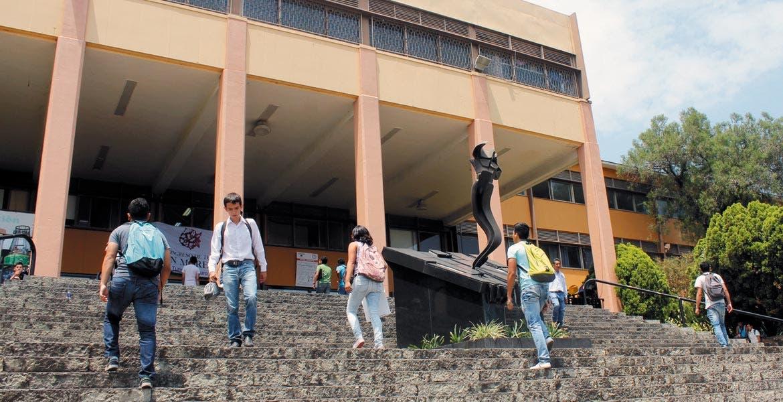 Solución. El diputado aliancista pidió a las autoridades universitarias poner atención en la calidad académica de sus estudiantes y evitar que caiga en las escalas nacionales e internacionales.