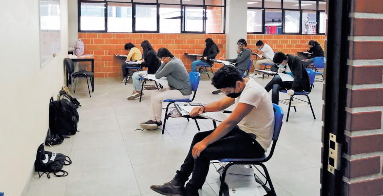 Para no aceptados. Algunos aspirantes que no lograron ubicación tras realizar su examen, tienen alternativa de la UAEM.