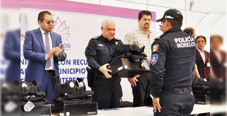 Entregan uniformes a policías de 5 municipios de Morelos