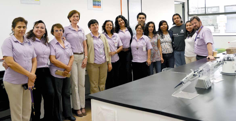 Inauguración. La rectora Mireya Gally Jordá, estudiantes y docentes, inauguraron el espacio, el cual cuenta con tecnología de punta para que estudiantes perfeccionen sus conocimientos.