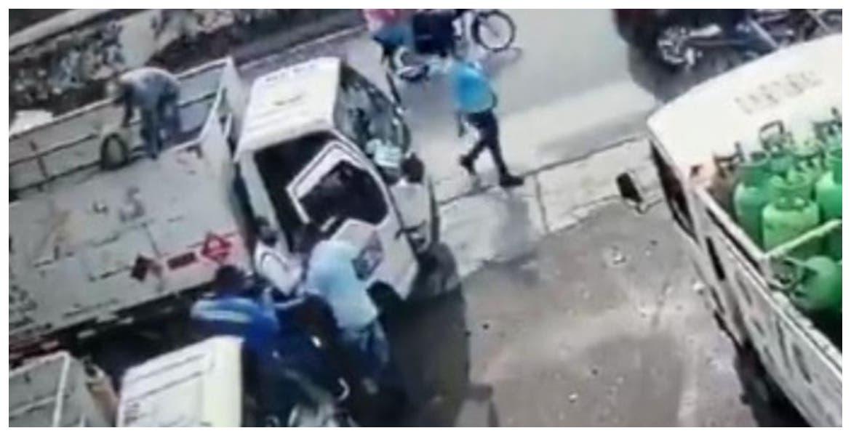 VIDEO: Trabajador lanza tanque de gas a la cabeza de asaltante