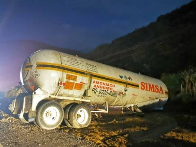 Van 5 muertos por intoxicación tras volcadura depipa con amoniaco