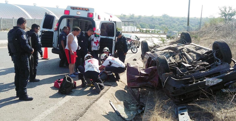 Atención. Un hombre resultó lesionado al volcar su auto debido al exceso de velocidad y al estado etílico en que se encontraba.