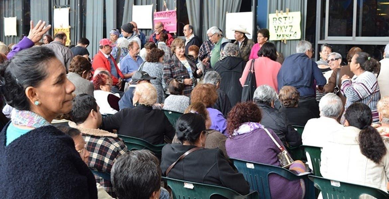 Inician pago de aguinaldo a maestros de inglés y jubilados de Morelos