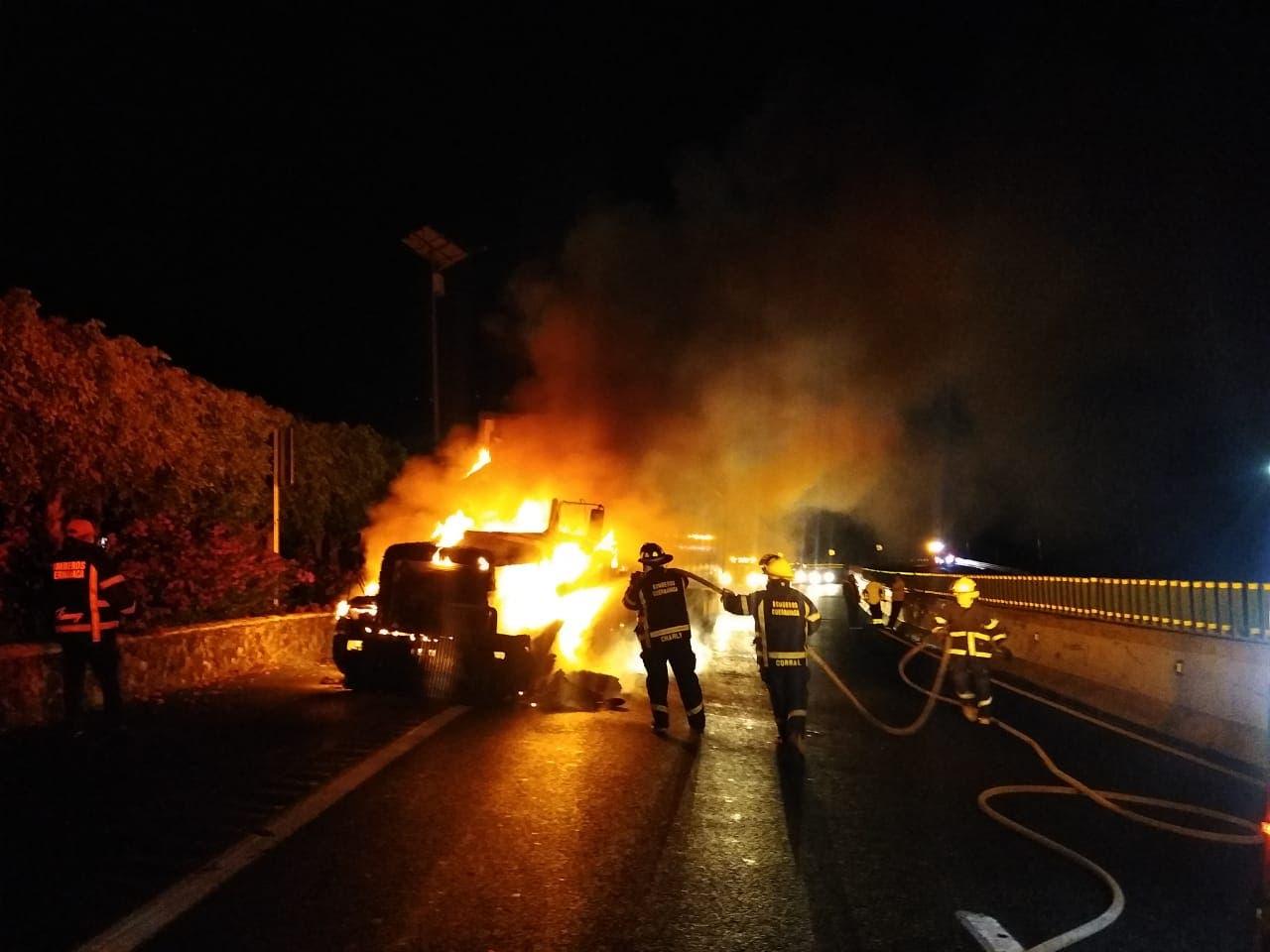 Se incendia tráiler en la México-Cuernavaca