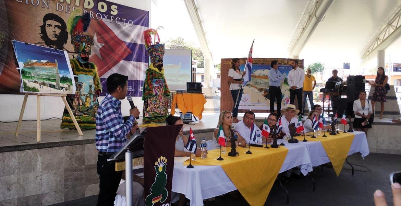 Realce. El alcalde Agustín Alonso y el Consejero de Cultura de la Embajada de Cuba afirmaron que este proyecto refrenda los lazos de amistad con la isla y al mismo tiempo promueve el turismo en la zona.