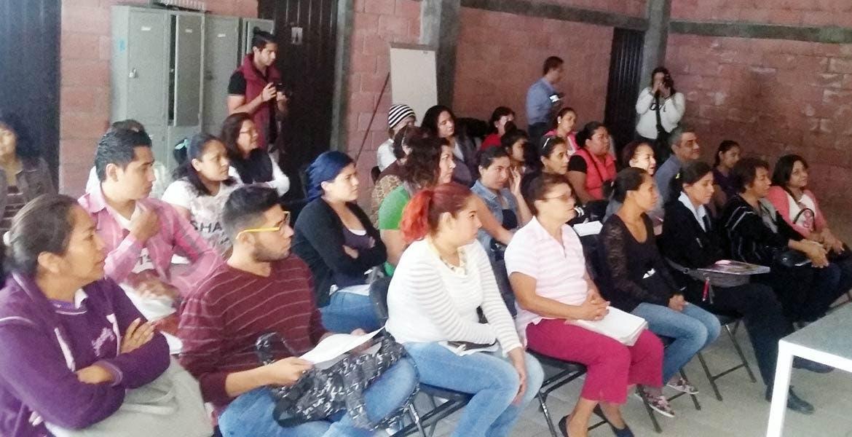Apoyos. Aspecto de una reunión de capacitación con emprendedores, cuyos negocios siguen generando servicios y empleo en Yautepec.