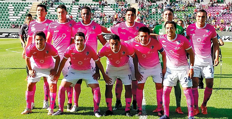 Les comen el mandado. Cañeros, con este uniforme rosa, no pudieron con Coras.