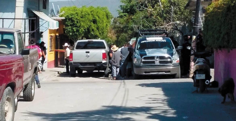 El crimen. Policías estatales tomaron conocimiento del asesinato de una mujer que fue estrangulada en su casa en Tlaltizapán, durante un robo.