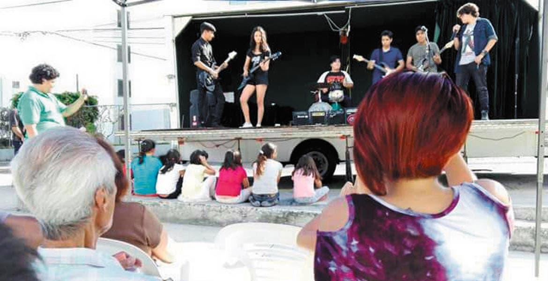 Programa. La Secretaría de Desarrollo Social a través del Instituto de la Juventud de Cuernavaca lanzó el Foro Móvil en las colonias, con lo que busca concientizar a la población sobre abuso sexual infantil