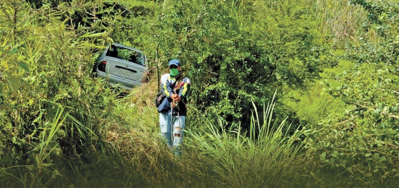Pierden control en zona de curvas de carretera Alpuyeca-Jojutla, casi les cuesta la vida