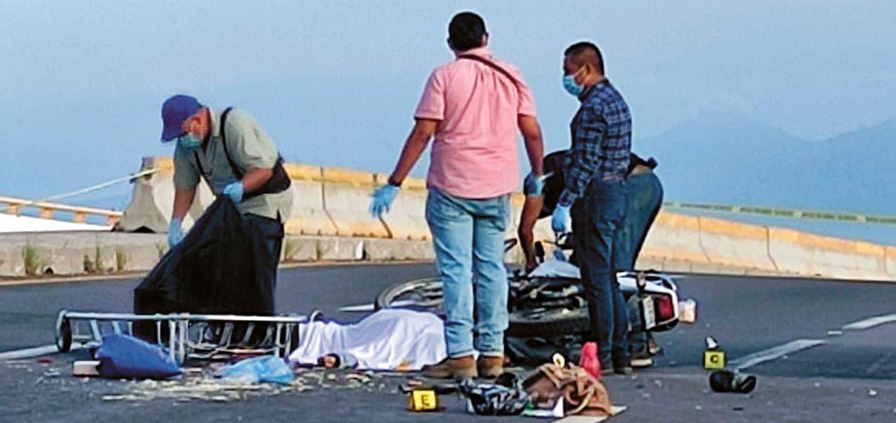 En Morelos, deja accidente en moto a una mujer sin vida y a otra lesionada