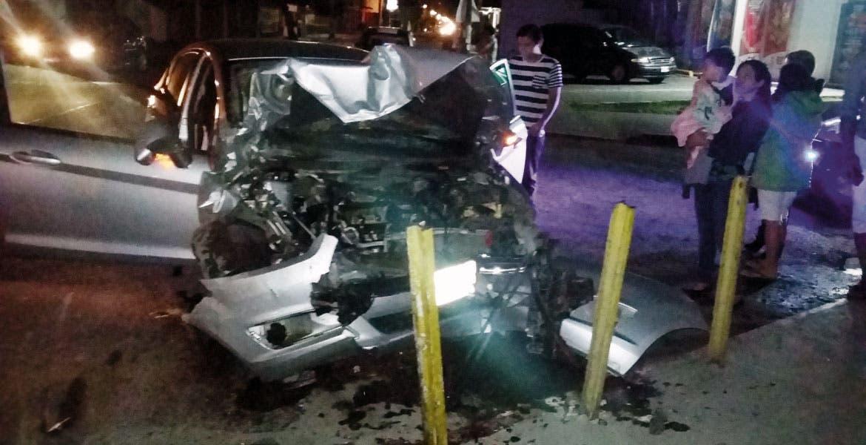 Percance. Así quedó un auto tras impactar a una camioneta en la avenida Reforma y calle Virginia Hernández, del Centro de Cuautla.