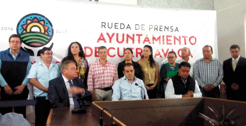 Cuauhtémoc Blanco reprobó que diputados y dirigentes se hayan unido para perjudicar a la capital morelense.