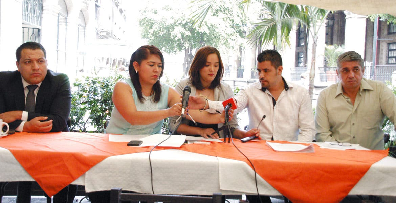 Informan. Las mujeres acusaron al regidor César Salazar de autoridad al mencionar que a través de su abogado trató de revisar el expediente.