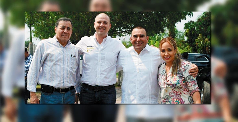 Invitados. El Vicepresidente Ejecutivo de Grupo Diario de Morelos, Jorge López Flores, el líder estatal del PRD, Rodrigo Gayosso Cepeda, acompañan en el evento al alcalde de Yautepec, Agustín Alonso Gutiérrez.