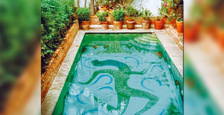 Catálogo. Una de las obras incluidas es un mural con mosaicos realizado por Diego Rivera en la alberca de la que fuera casa de Mario Moreno Cantinflas; se trata de la representación de la diosa griega Gaia.
