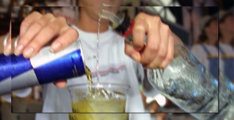 """CUERNAVACA, MORELOS.- La Comisión para la Protección contra Riesgos Sanitarios del Estado de Morelos (Coprisem) alertó a la población sobre el riesgo de combinar bebidas alcohólicas con bebidas adicionadas con cafeína, como las llamadas """"energizantes"""", toda vez que esta combinación esta asociada a riesgos a la salud."""