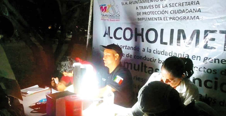 Revisión. En el mes de octubre 157 personas fueron aseguradas en Temixco por manejar en estado etílico, por lo que autoridades exhortan a los automovilistas a no conducir bajo los efectos del alcohol, ya que ponen en riesgo su vida y la de los demás.