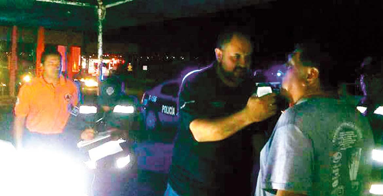 Protocolo. Los conductores serán examinados y aquel que cuente con alcohol en la sangre, tendrá que trasladarse en taxi a su domicilio, y su vehículo al corralón.