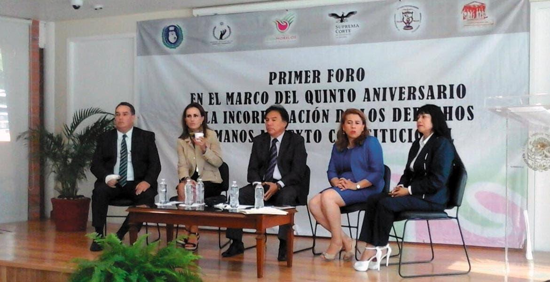 Evento. Al concluir el foro de Derechos Humanos, Jorge Arturo Olivares mencionó que tuvieron una reunión acerca del alcoholímetro.