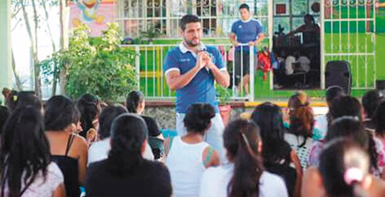 Programa. José Luis Ayala Martínez, director de Prevención del Delito, mencionó que a través de pláticas buscan hacerle ver a las mujeres que deben denunciar la violencia.