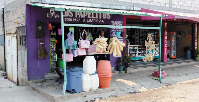 Extorsión. Detectan a ex trabajadores del Ayuntamiento de Cuernavaca exigiendo dinero a propietarios de comercios a cambio de no imponer multas.