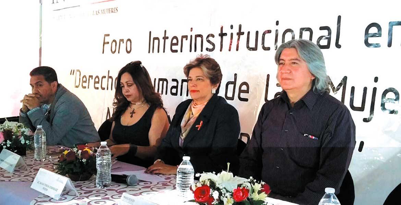 """Celebración. En el marco del Día Internacional de la Eliminación de la Violencia contra la Mujer, ayer se realizó el foro """"Derechos Humanos para las Mujeres y Nuevas Masculinidades, organizado por el Instituto de la Mujer."""