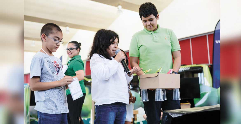 """Experiencia. Menores participaron en el taller denominado """"Fábrica de Inventos"""", donde pusieron a prueba sus destrezas."""